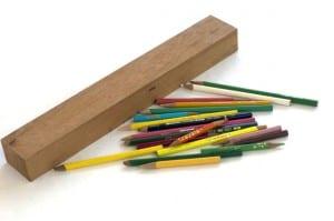 Joyas de madera fabricadas con lápices de colores