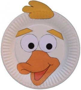 Manualidades para niños: un pato en un plato de cartón