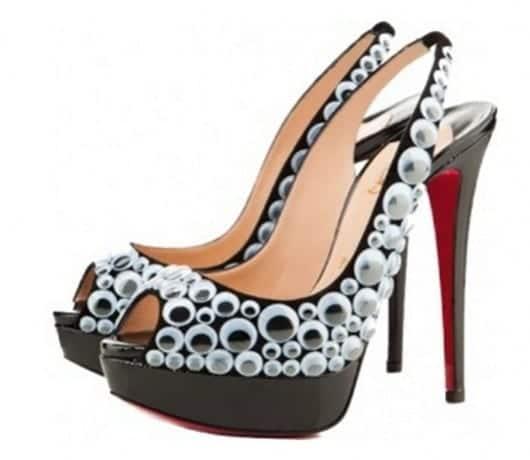 Zapatos con ojos