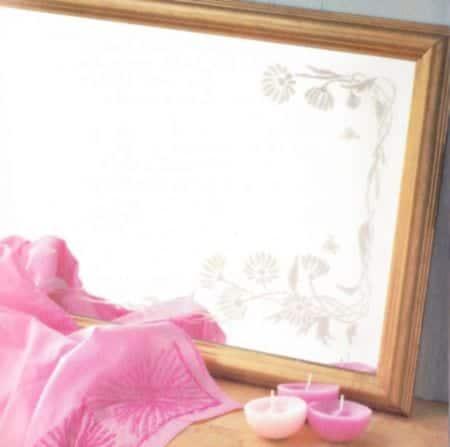 Decorar un espejo con dibujos en stencil
