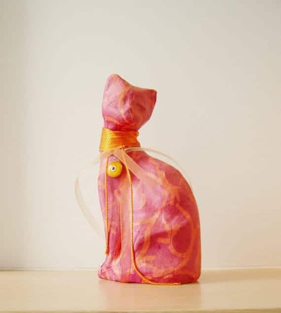 Figura de gato en papel mache de diseño