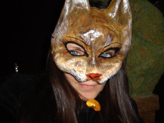 Mascara de gato Halloween en papel mache