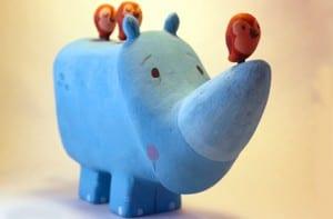 Rinoceronte con limpiador de baño