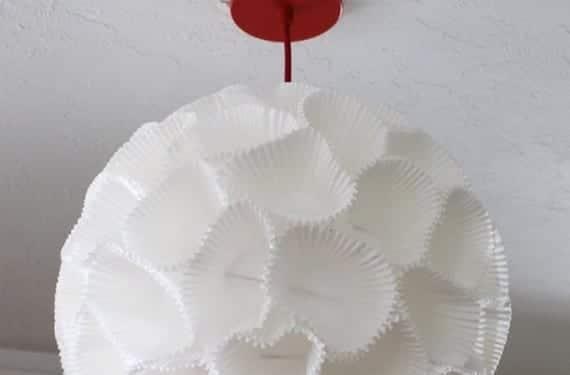 L mpara colgante hecha con moldes de magdalenas - Moldes papel magdalenas ...