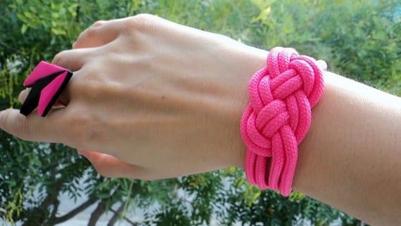 cc8e306bde27 DIY  Pulsera nudo marinero hecha con un cordón