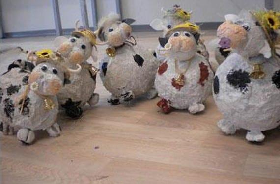 Vacas decorativas con pasta de papel