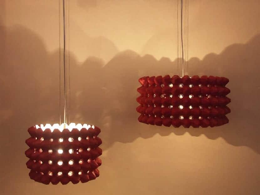 Lámpara con cartones de huevos