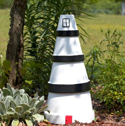 Macetas decoradas en forma de faro for Faros para jardin