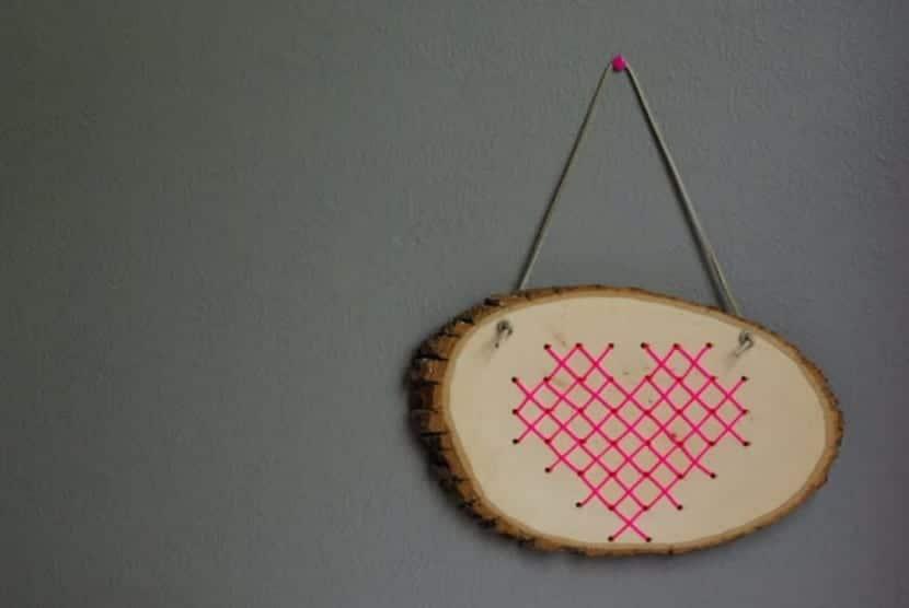 Cuadro de punto de cruz sobre madera