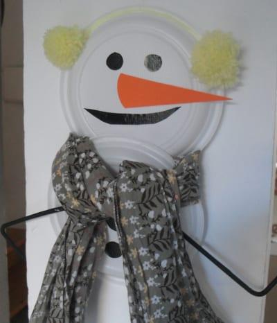 Muñeco de nieve con platos