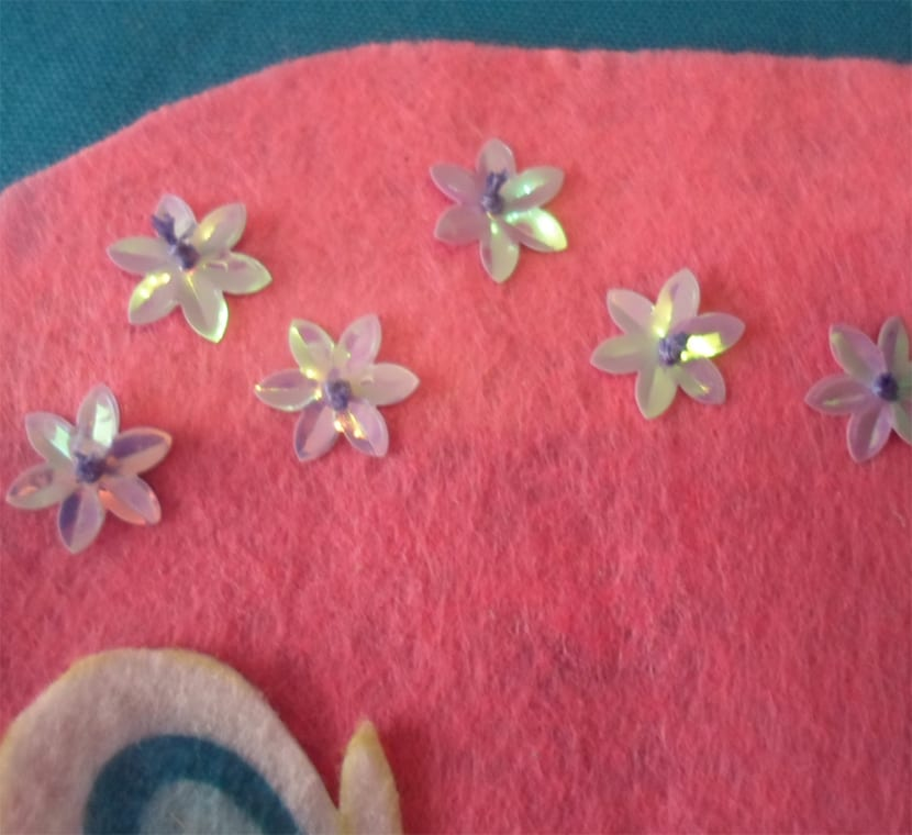 Monedero infantil elementos decorativos flores