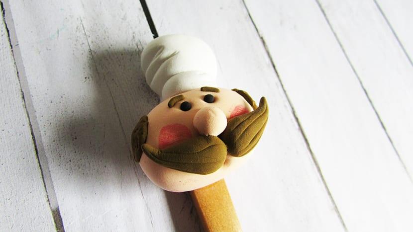 Cara de cocinero en cuchara