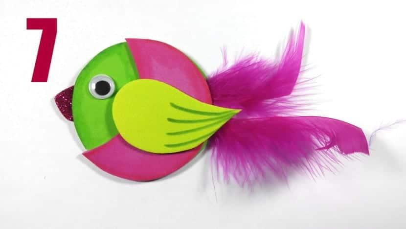 llavero goma eva pájaro