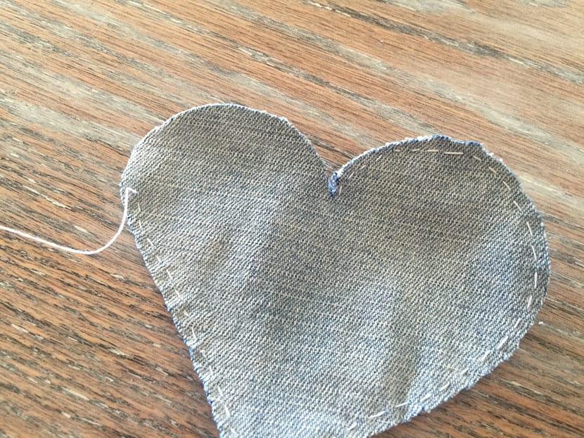Como hacer corazones en jeans paso 2