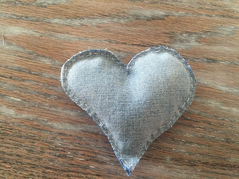 Como hacer corazones en jeans paso 3