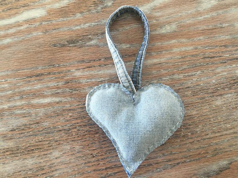 Como hacer corazones en jeans paso 5