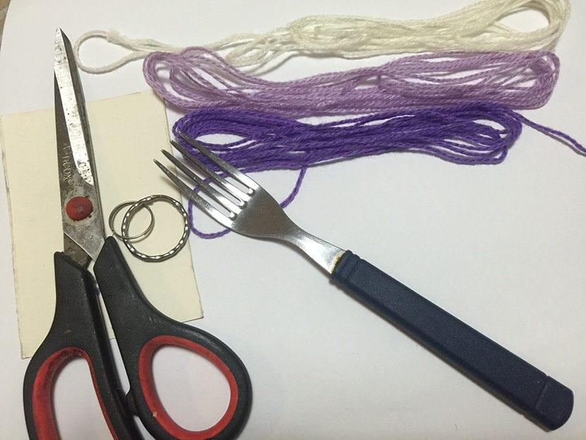 materiales para hacer llavero de pompones
