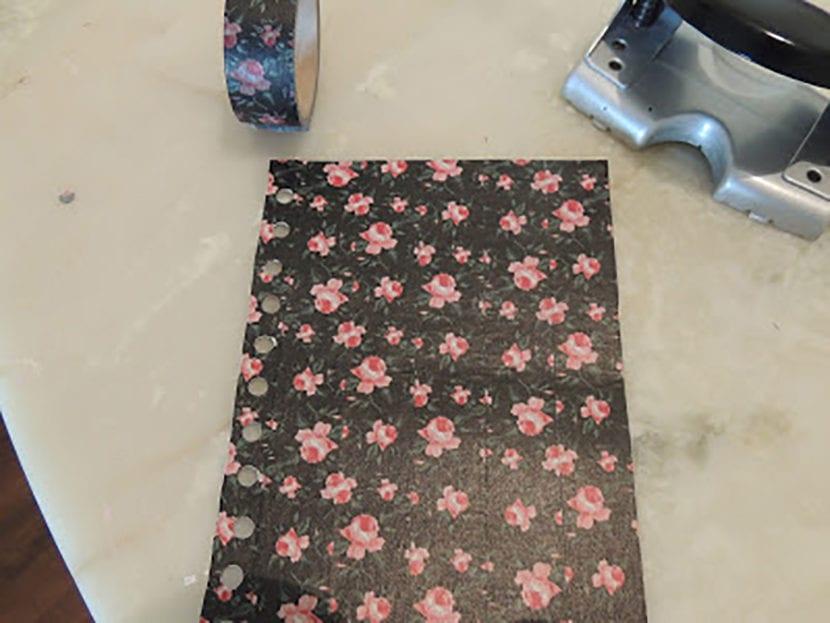 paso 2 decorar agendas con washi tape