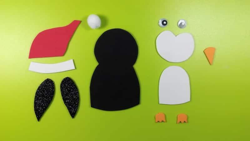 Pingüino de goma eva para decorar tus manualidades de Navidad