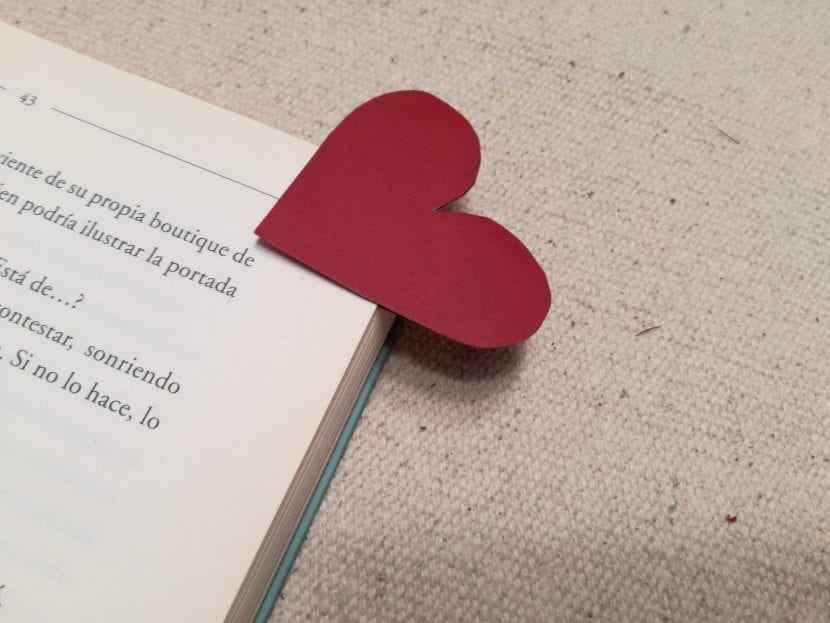 Paso 4 marcapáginas corazón