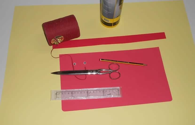 Materiales para hacer una felicitación de manualidades