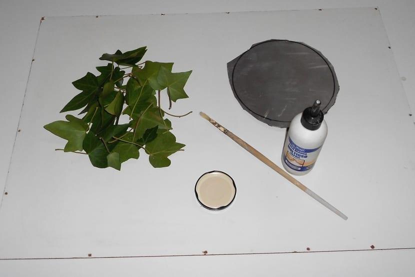 manualidad con hojas de plantas