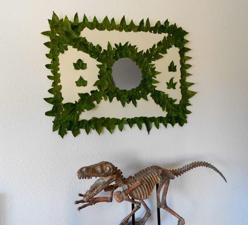 Cuadro hecho con hojas de árboles