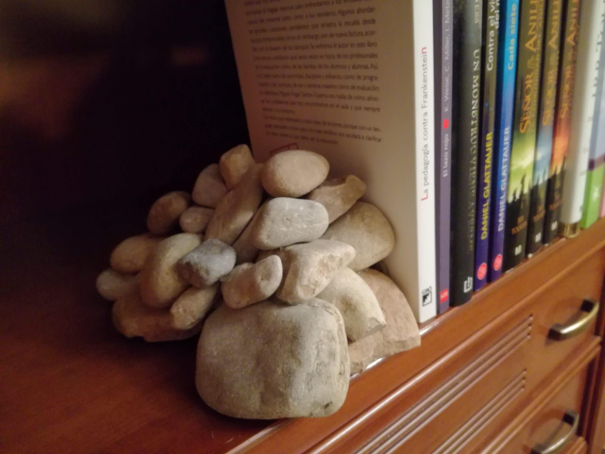 sujetalibros de piedras