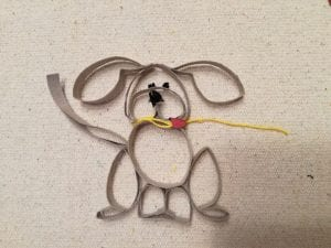 perro con rollo de papel higiénico