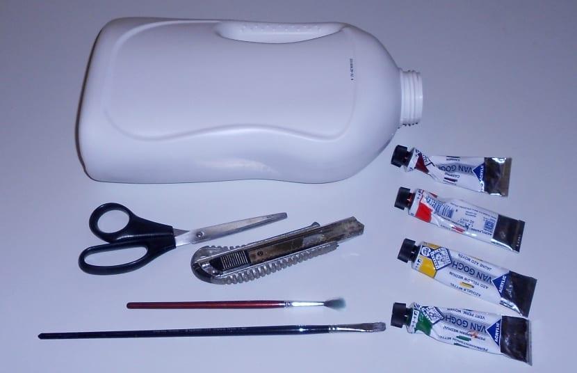 materiales para reciclar y hacer una maceta con una garrafa