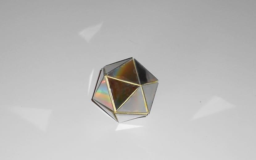 Como hacer un poliedro de manualidades reciclando materiales