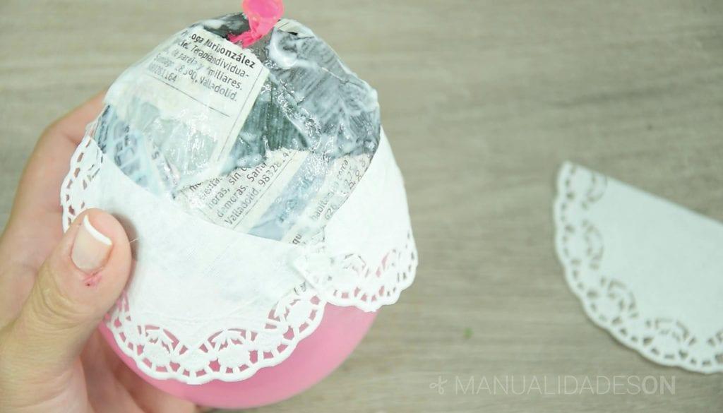 Guirnaldas de luces con blondas de papel