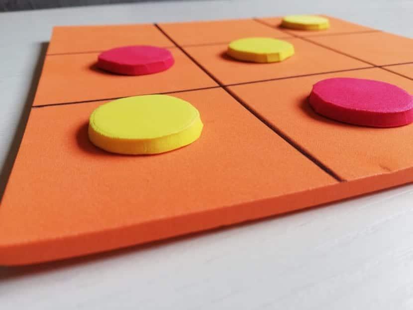 juego tres en raya de goma eva