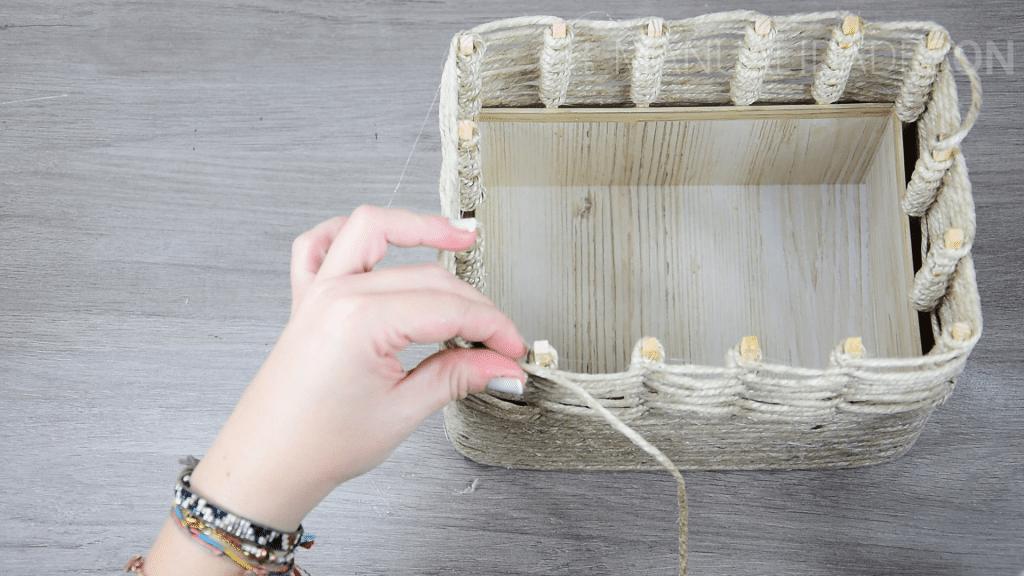cesto con cuerda de yute