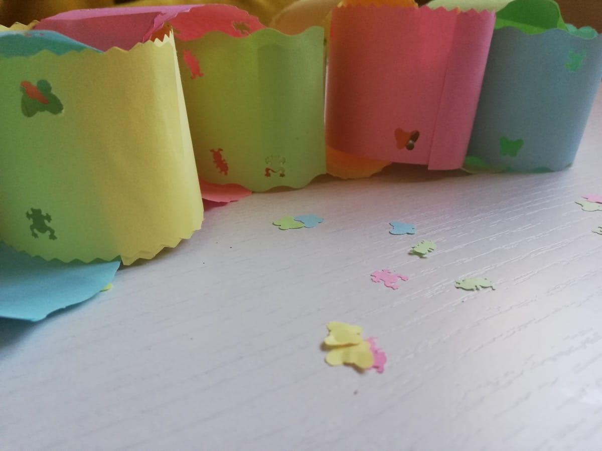 Cadena de papel de colores para hacer con niños