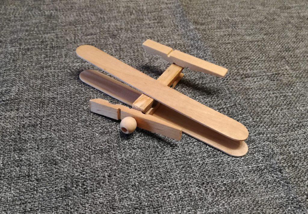 Avión de madera para hacer con niños