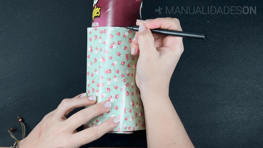Una idea original con botes de Pringles
