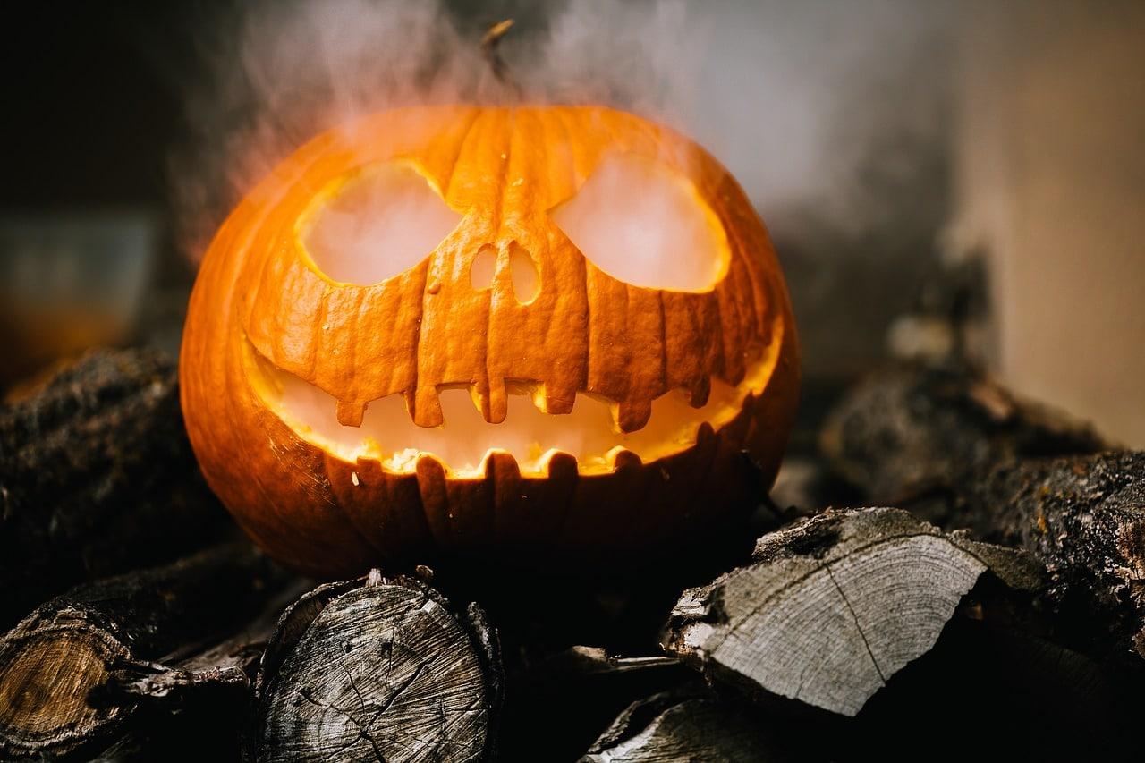 4 manualidades de cartulina de Halloween para hacer con niños