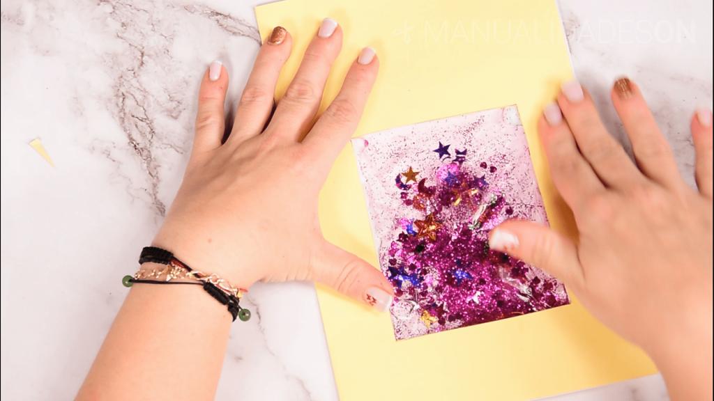 Tarjetas con purpurina y agua