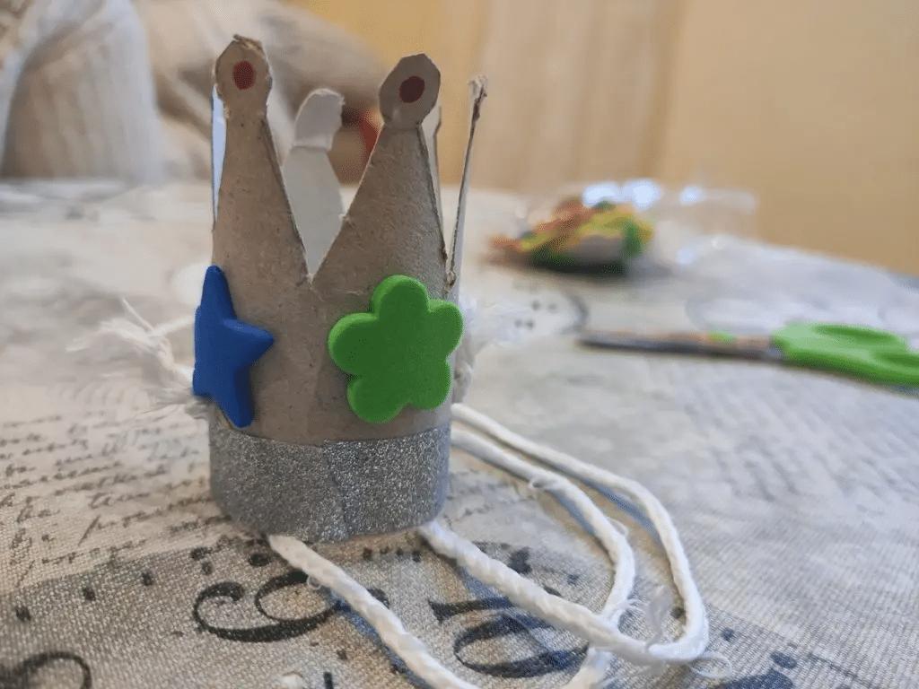 Coronas pequeñas y divertidas de cartón