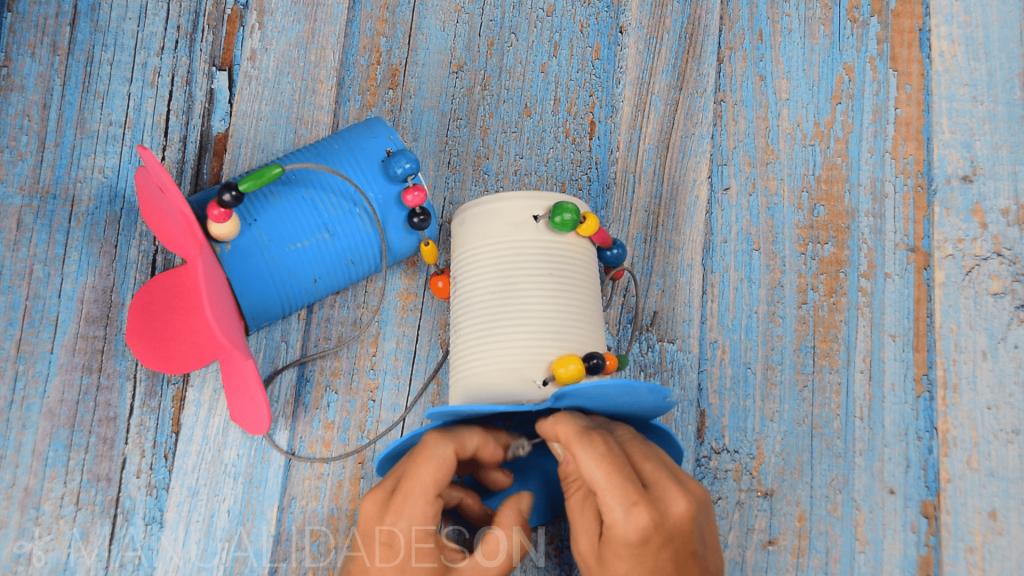 Comederos para pájaros con latas recicladas