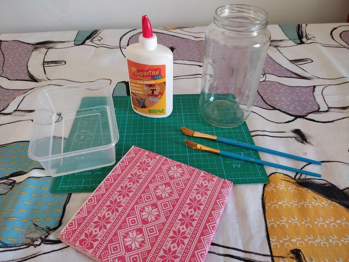 Materiales para decorar un tarro de vidrio